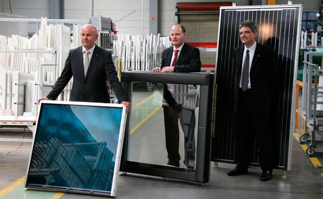 Слева: председатель правления Erich Rosenkranz, директор производства Hannes Katzschner, а также руководитель отдела испытаний и развития Dirk Stempfhuber во время официальной фото сессии для журнала WirtschaftsWoche