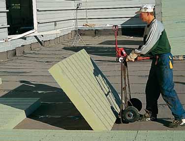 Укладка теплоизоляционных плит с канавками PAROC ROS 40g