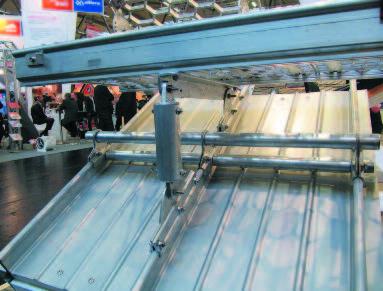В последнее время европейские производители ограждений стали предлагать модели, объединяющие переходные мостики в единую систему со снегозадержанием