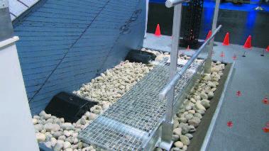 Установка мостиков на плоской крыше обеспечит не только безопасный доступ обслуживающего персонала к оборудованию, но и предотвратит возможное повреждение кровельного покрытия