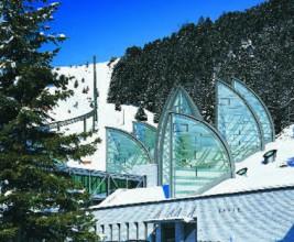 Паруса из света на склоне горы — отель Botta Berg Oase архитектора Марио Ботта