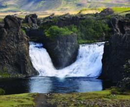 «По крыше не ходить» — и такие указатели можно встретить в Исландии