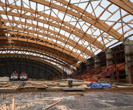 В Иркутске близится к завершению строительство ледового стадиона с деревянными арками пролетом 99,9 м